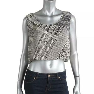 🆕️JESSICA SIMPSON Cropped top.